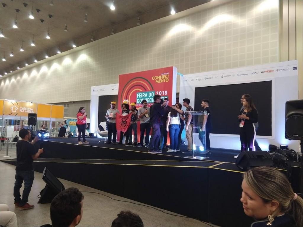 Entrega da premiação ao jogo Yablue e Nakared, melhor jogo - Escolha do Público